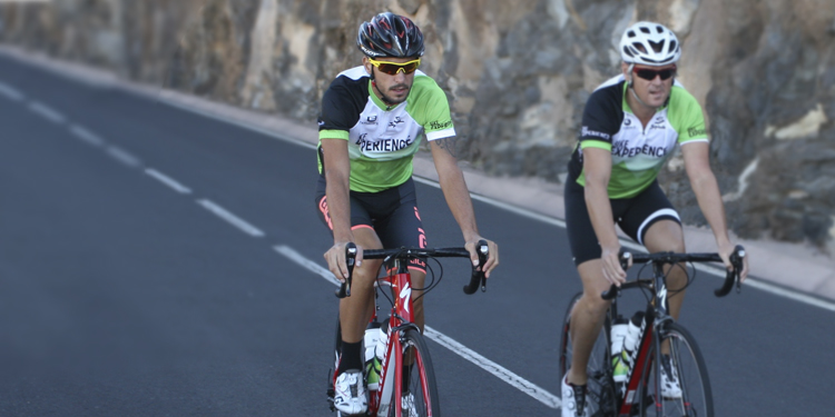 Pio con el equipo de Bike Experience Tenerife